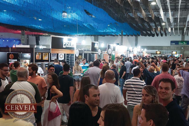 Mais de 34 mil pessoas passaram pela Vila Germânica durante os quatro dias do Festival (Foto: Divulgação)
