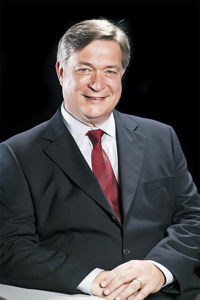 Edmundo Albers−Executivo com 42 anos na indústria da bebida, desde a Polar (antes da Ambev), em Estrela (RS), passando por 22 anos de Antarctica e 14 anos de Heineken, onde se aposentou. Hoje tem sua própria empresa. É sócio da Beer Business, consultoria de gestão e planejamento de empresas no ramo cervejeiro.