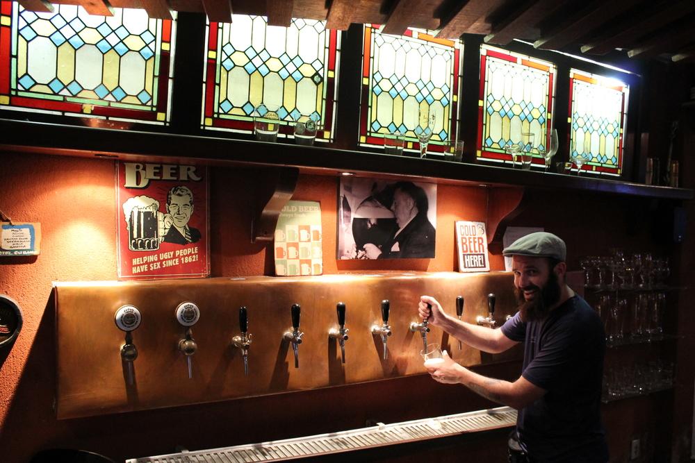Na Cervejaria da Corte, bar em Itaipava, distrito de Petrópolis/RJ (Foto: Divulgação)