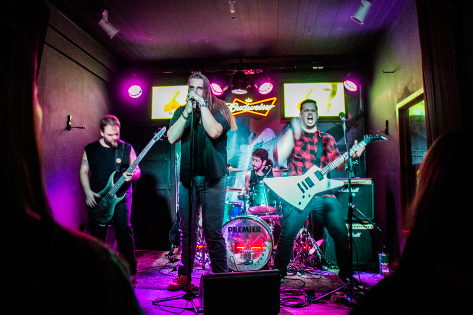 Com 4 anos de carreira, a banda é formada porRodrigo Jaeger (vocal), Stefan Gillmeister (guitarra), Mateus Guterres (bateria) e Daniel Dreher (baixo)