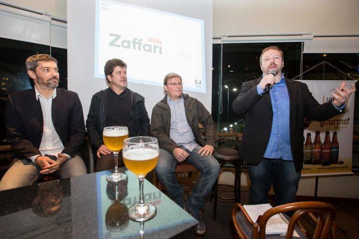 Encontro Épico começou com um bate-papo com 4 especialistas cervejeiros,Glauco Caon,  Alexandre Baggio,   Luis Polleto e Edu Pelizzon (Foto: Mariana Fontoura / GNU)