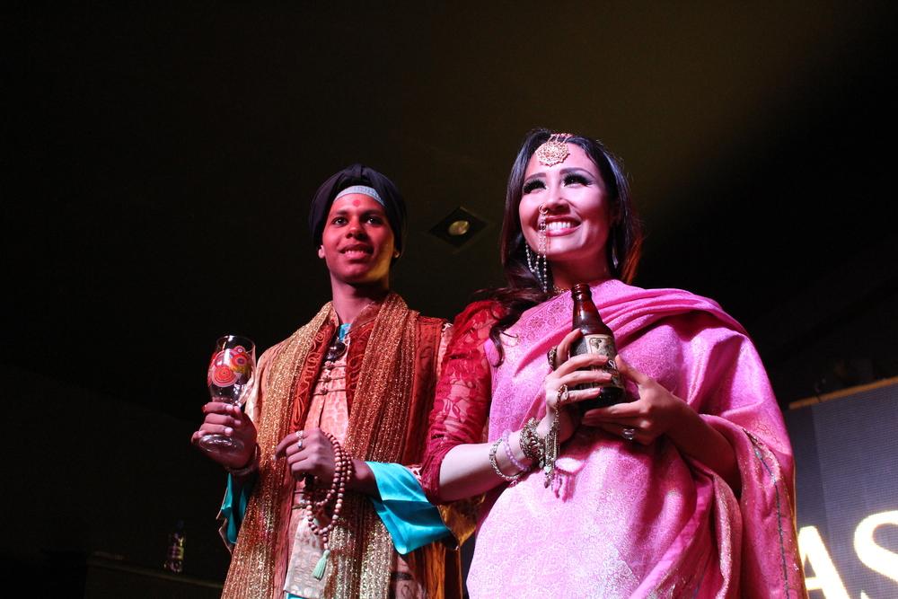 Os novos rótulos, como o Ganesha Ipa Âmbar,foram apresentados por atores caracterizados com as temáticas da noite, em referência ao estilo India Pale Ale (Foto: Sarah Buogo/Revista Beer Art)