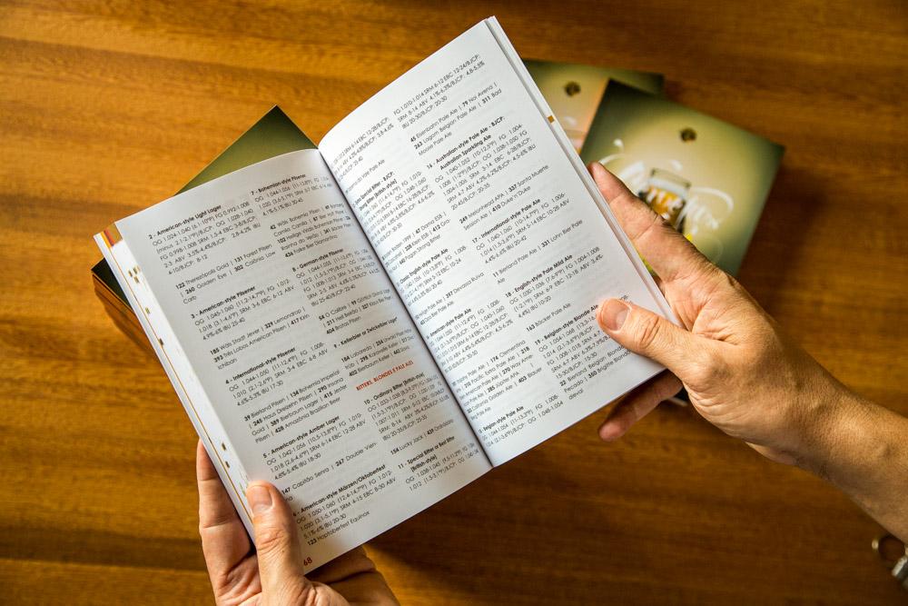 Nas páginas finais, índices por estilo e por cervejaria facilitam as comparações (Foto: Ricardo Jaeger/Beer Art)