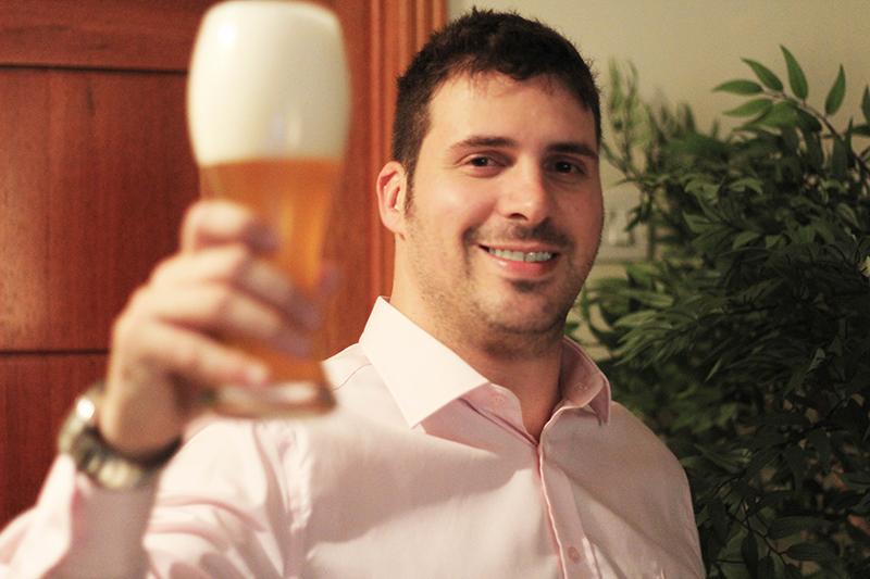 Da paixão de cervejeiro caseiro, combinada com a de diretor de Arte, surgiu a especialização de Vinícius pela criação de rótulos (Foto: Divulgação)