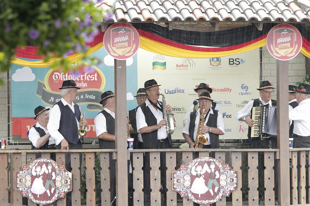 Com caráter comunitário,a Oktoberfest de Igrejinha oferece chopee programação musical e cultural com danças folclóricas, culinária típica e jogos germânicos (Foto: Divulgação)