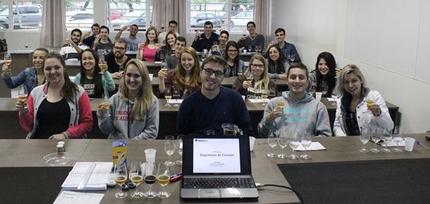 Minicursos reuniram apreciadores de cerveja de diferentes lugares do Brasil atraídos pela festa em Santa Catarina (Foto: Divulgação)