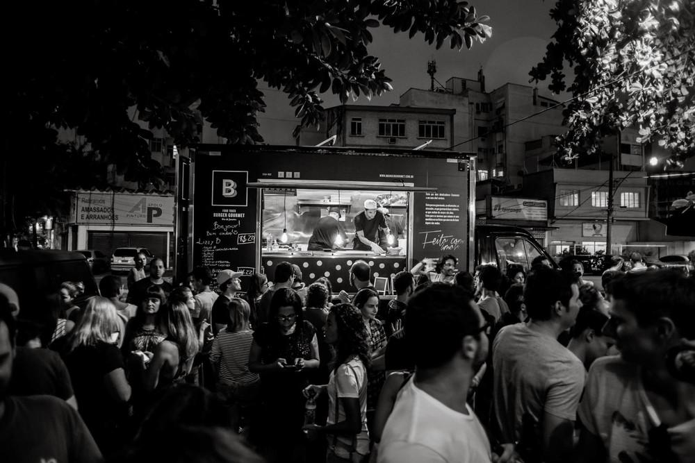 Além de cerveja e música, o #ConcertoSecreto terá os hambúrgueres do Monsieur B Food Truck (Foto: Divulgação)