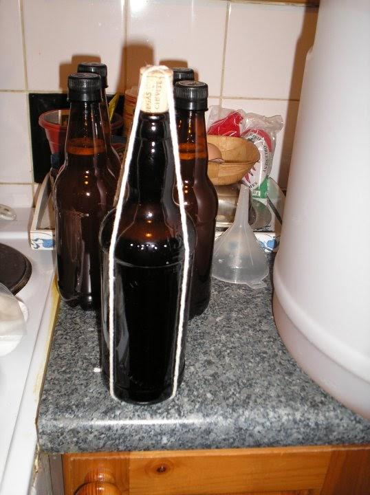"""Imagem mostra porque a bebida era chamada de """"cerveja barbante"""" (Foto: Luis Poleto/Agência Alvo)"""
