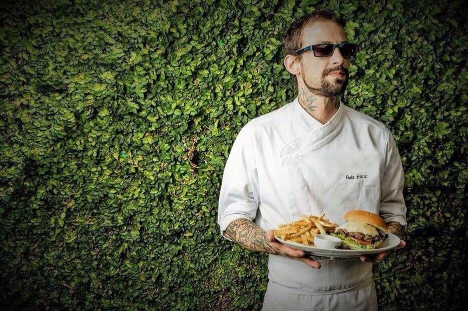 Ruiz é chef, primeiro colocado nas edições 2014 e 2015 do POA Burger Fest (Foto: Divulgação)