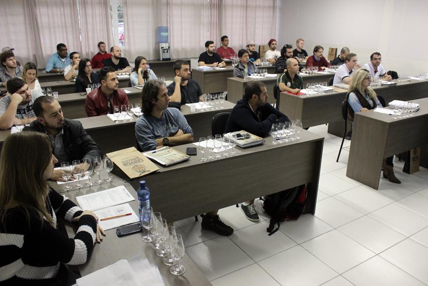Focos das aulas na Escola Superior de Cerveja e Malte vão da gestão à produção (Foto: Divulgação)