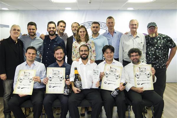 Competição é realizada pelo Instituto da Cerveja e pela ABS-SP (na foto, a pose oficial dos vencedores de 2015)