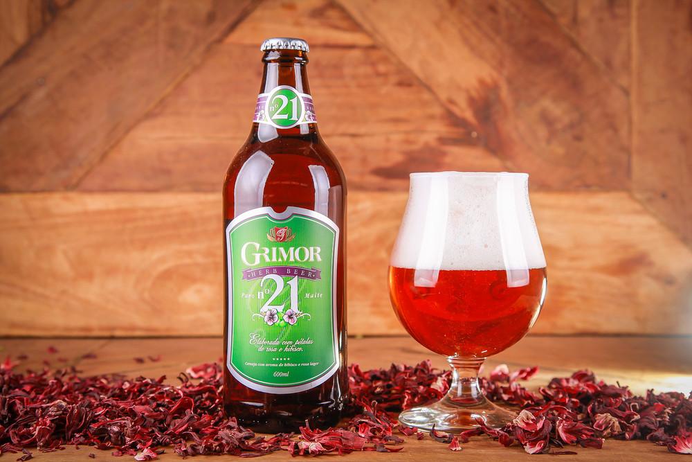 """""""Herb Beer"""" com rosas e hibiscos, a Grimor 21 é relançada em versão com lúpulos orgânicos belgas (Foto: Virgílio de Barros/Divulgação)"""
