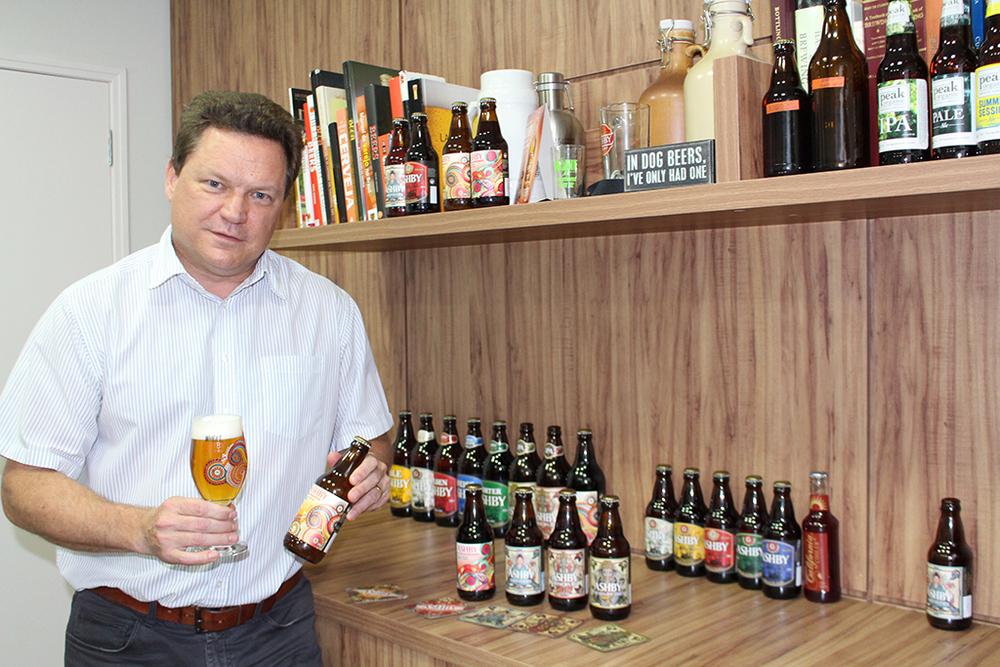 Scott Ashby com a linha de cervejas reformulada e ampliada (Foto: Sarah Buogo)