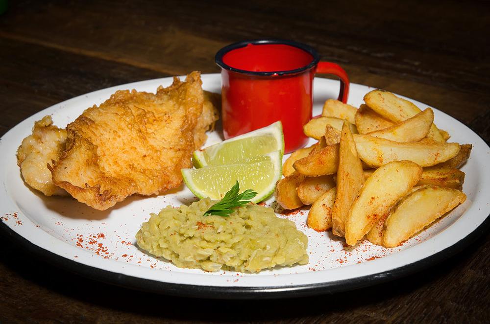 Fish and Chips são uma opção nas quartas e nos sábados (Foto: Divulgação)
