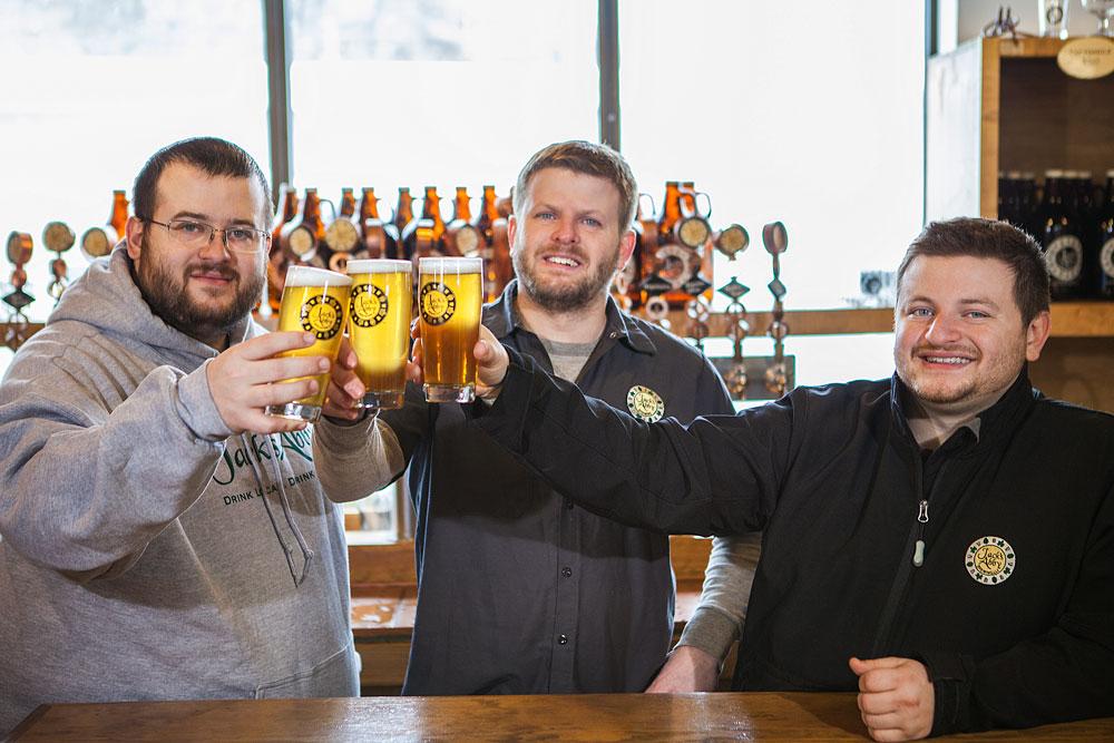 Eric, Jack e Sam Hendler, sócios da Jack's Abby, que derrubou preconceitos sobre as Lagers em Framingham, perto de Boston (Foto: Divulgação)