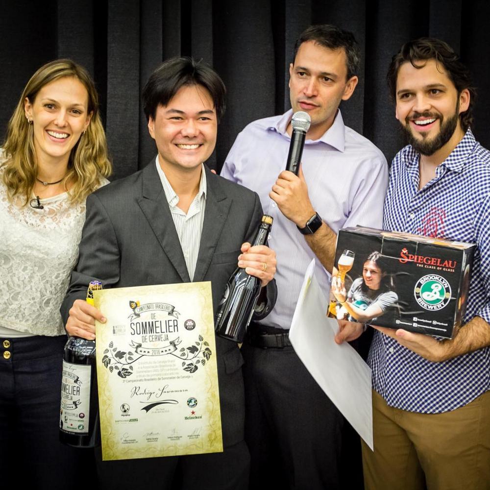 Rodrigo Sawamura, entre Kathia Zanatta, Alfredo Ferreira e Estácio Rodrigues, do Instituto da Cerveja (Foto: Divulgação)