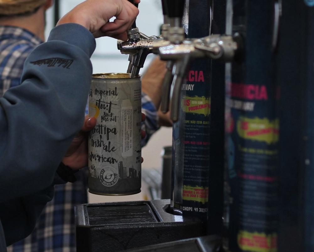 """Com capacidade para 1 litro, os Crowlers são leves, práticos e """"inquebráveis"""" (Foto: Divulgação)"""