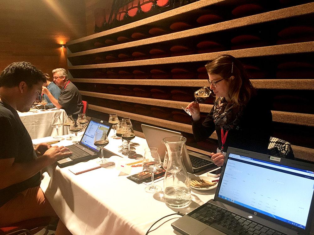 Amanda Reitenbach, coordenadora técnica do Concurso realizado anualmente em Blumenau, é uma das juízas da Copa Cervezas de América, em Santiago do Chile (Foto: Divulgação)