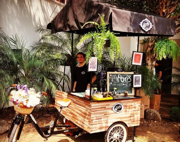 Equipado com duas chopeiras, o triciclo oferece as três cervejas do portfólio da Avós, que chegou ao mercado em março de 2016 (Foto: Divulgação)