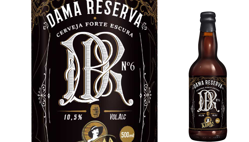 A cerveja, edição especial que comemora os seis anos da Dama Bier, maturou durante um ano em barris de carvalho americano que continham vinho, whisky e cachaça, além de barris de Umburana (Foto: Divulgação)