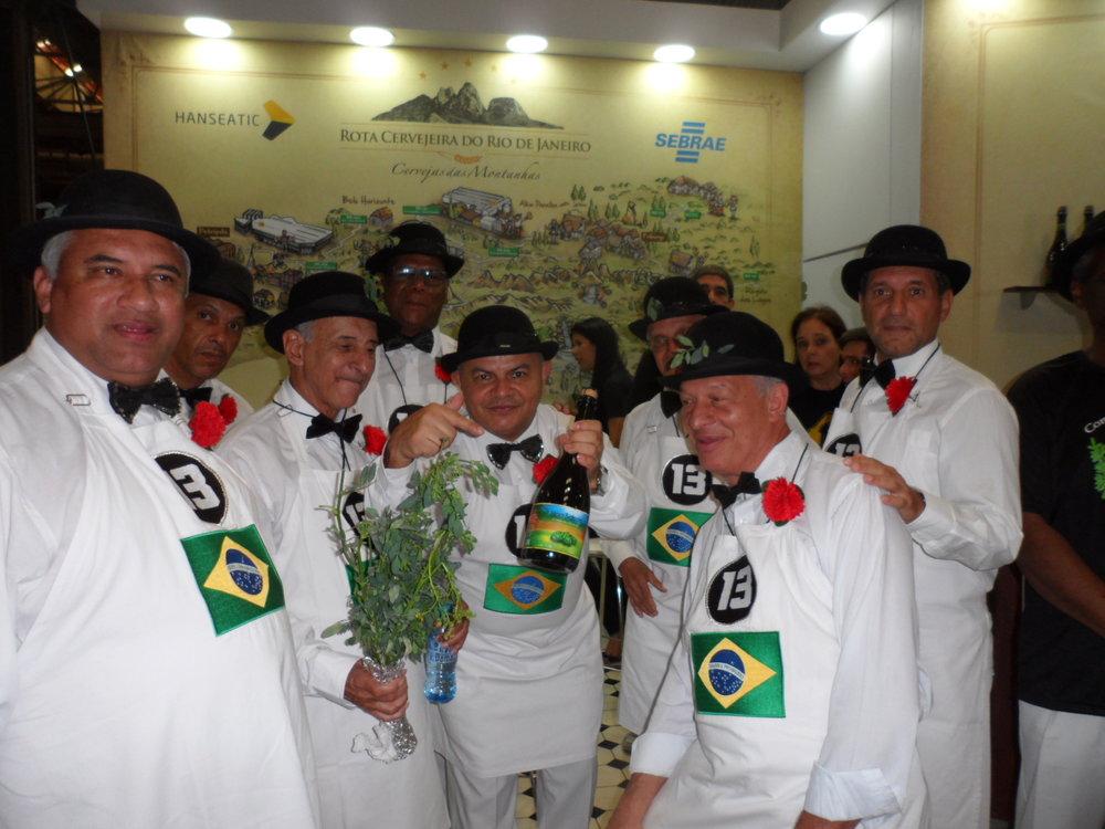 """Os """" meninos"""" da Confraria do Garoto, figuras ilustres do cenário turístico do Rio de Janeiro, provaram a cerveja da Rota Cervejeira RJ (Foto: Divulgação)"""