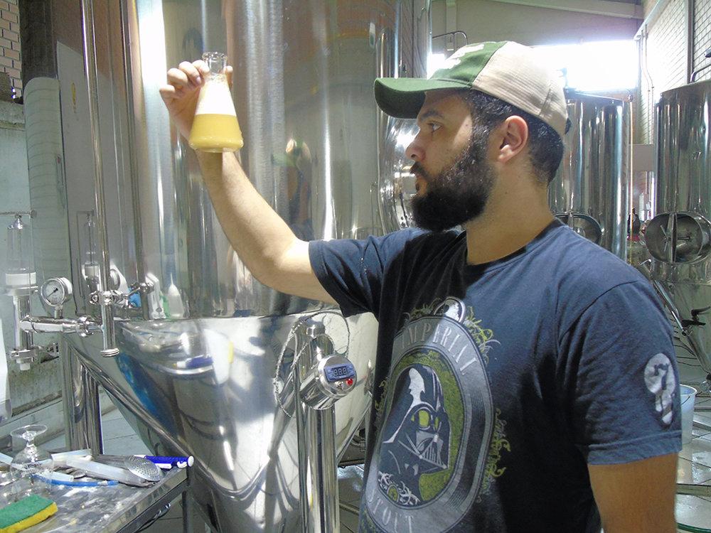 João Henrique Nascimento Franco faz a análise da nova cerveja da 4 Árvores (Foto: Divulgação)