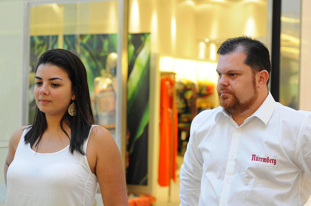 A chef e sommelier de Cervejas, Júlia Miranda, ao lado do cervejeiro Adriano Pimenta, da Nuremberg.JPG