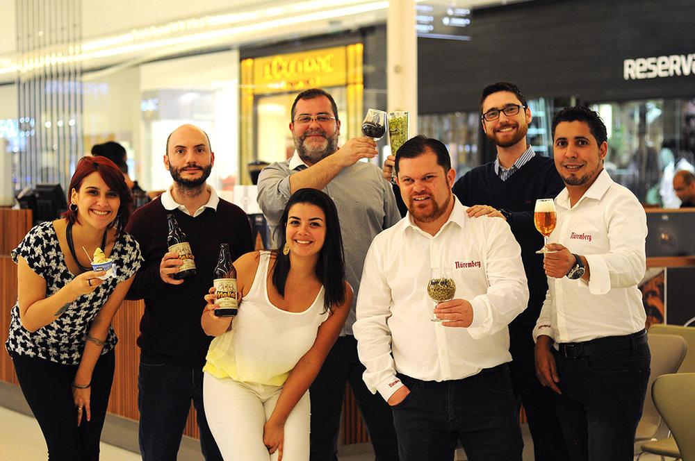 Caroline Zanao (Freddo), Rodrigo Fontana (Planeta Cervejeiro), a chef Júlia Miranda, Cláudio Oliveira (Cervejolândia), Adriano Pimenta (Nuremberg), Anderson Lobato (Pão Líquido) e Tiago Silva (Nuremberg).jpg