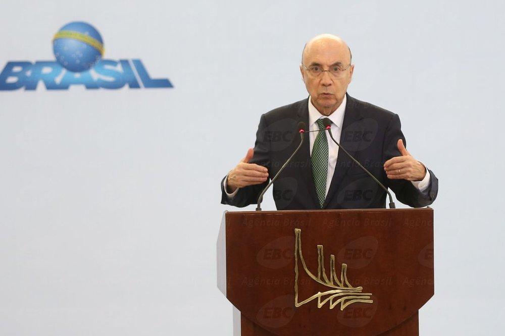 O ministro da Fazenda, Henrique Meirelles, durante assinatura da lei do Supersimples (Antônio Cruz/Agência Brasil)