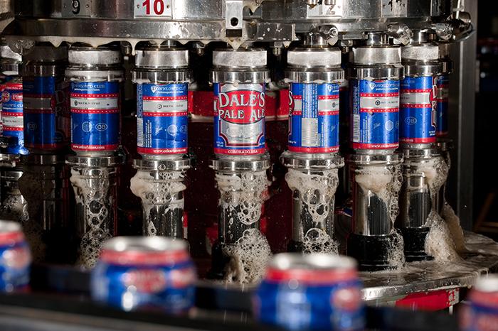 Fundada em 1997 nos EUA, a marca lançou em 2012 sua primeira lata, envasada por eles mesmos no porão do Brewpub em Lyons, Colorado: a Oskar Blues Dale's Pale Ale (Foto: Divulgação)