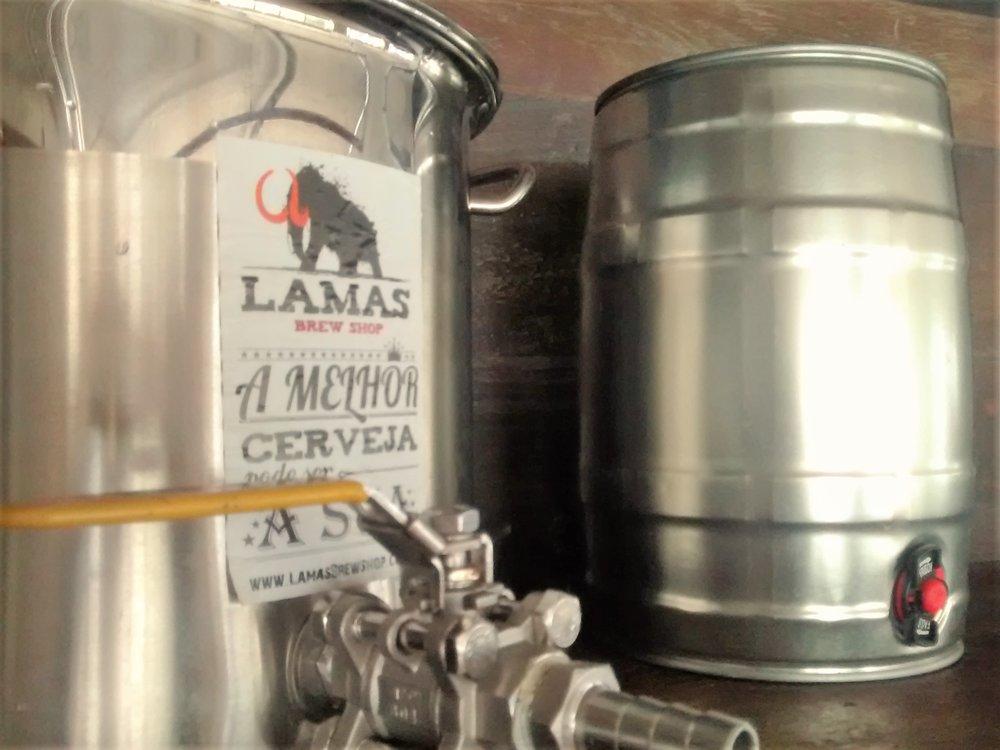 Conforme os autores do guia, embarrilar cerveja não é tão complexo como se pensa (Foto: Divulgação)