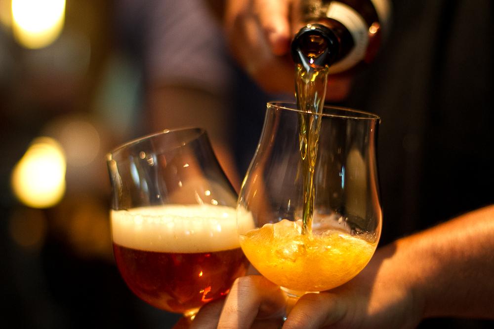 Além do aprendizado teórico, em todo o curso os alunos terão a oportunidade de degustar cervejas de diferentes tipos e origens (Foto: Divulgação)