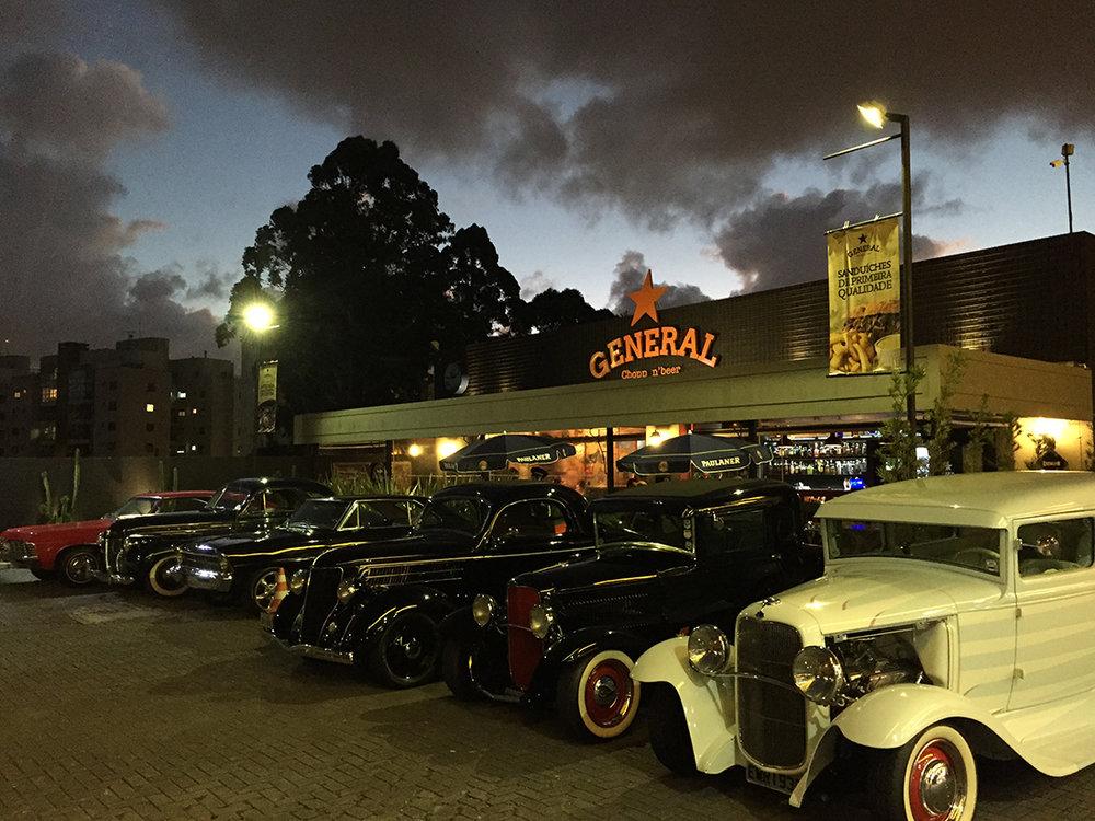 Semanalmente, o General Chopp 'n' Beer recebe encontros de carros antigos e motos (Foto: Divulgação)