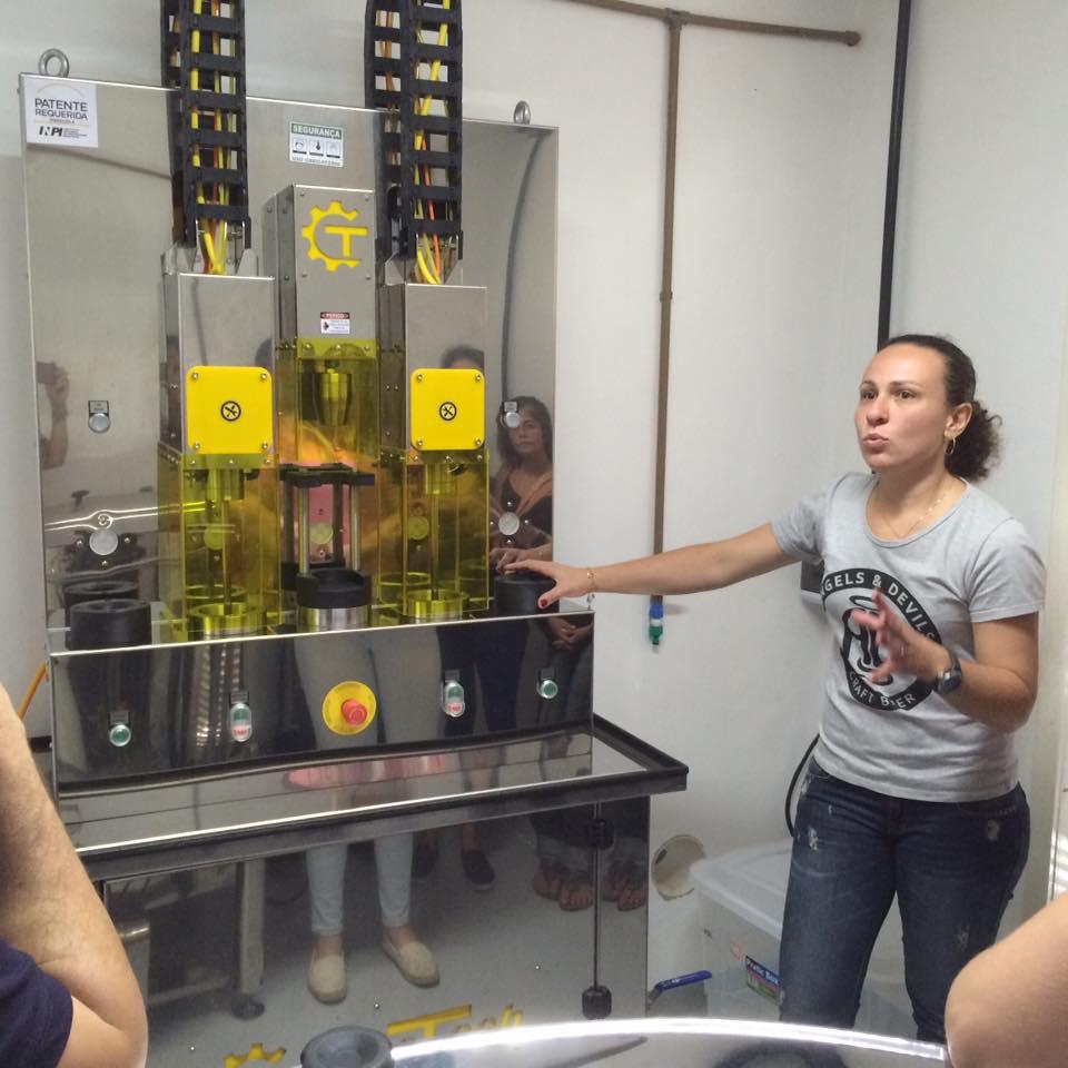 Passeio se iniciou pela Angels & Devils Craft Beer, cervejaria tocada por mulheres (Foto: Divulgação)