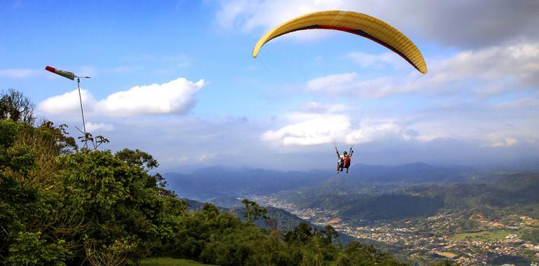 O Morro Azul, em Timbó, cidade das cervejarias Blauer Berg e Berghain,é uma referência para voo livre (Foto: Divulgação)