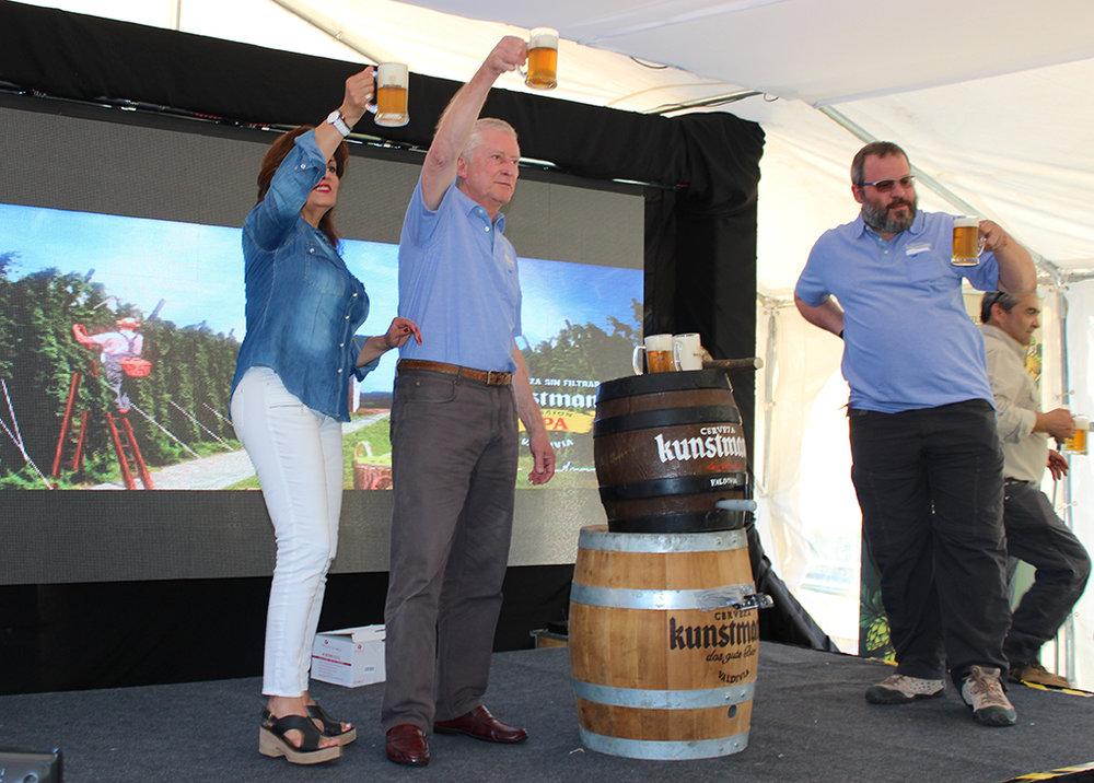 Apresentação da nova cerveja mereceu solenidade em Valdivia (Foto: Divulgação)