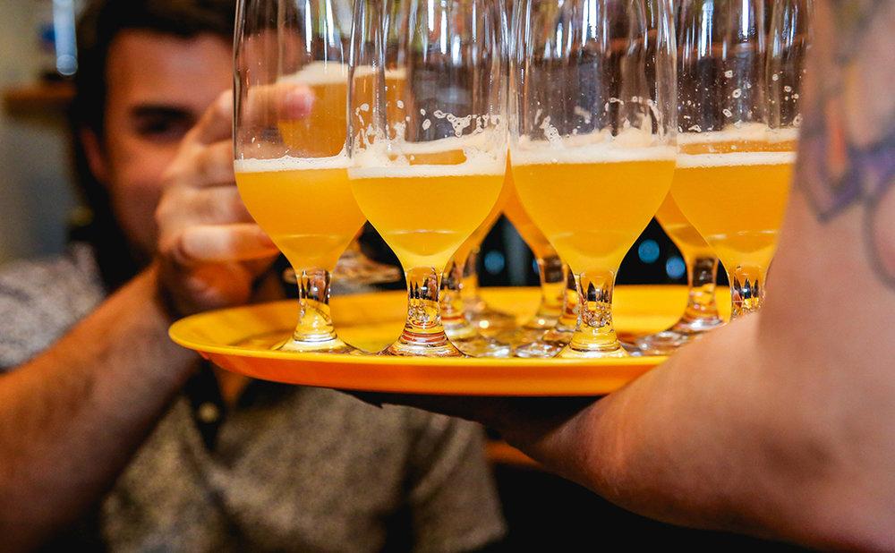 Além dos mais de 300 rótulos disponíveis na casa, são seis bicos de chope com 12 barris engatados ao longo do dia com cervejas especiais (Foto: Jotape/Divulgação)