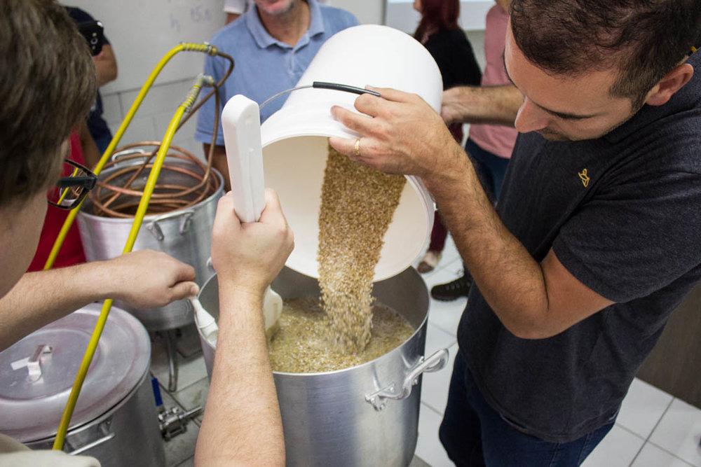 Entre as opções oferecidas, está a de aprender a fazer cerveja em casa (Foto: Divulgação)