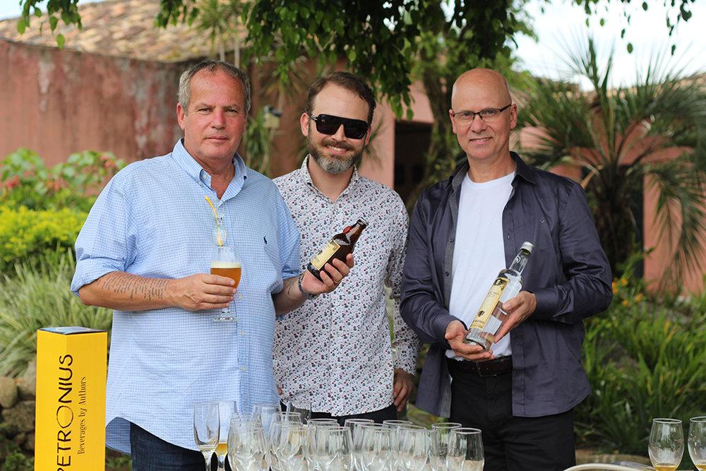 Jayme Monjardim e os sócios da Petronius Beverages Júlio César Kunz e Emílio Kunz Neto (Foto: Lilian Lima/Divulgação)