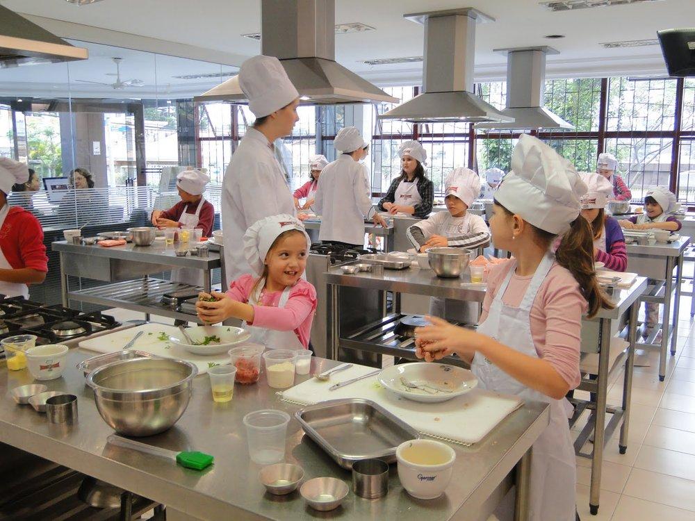 Atividade compartilha de maneira divertida conhecimentos gastronômicos baseados em princípios da alimentação saudável e nutritiva (Foto: Divulgação)