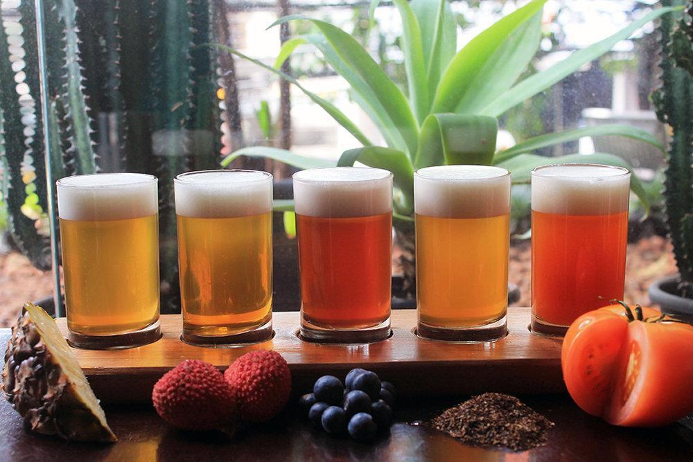 Frutas preparados com Lager como cerveja base são distribuídas em cinco copos de 130 mL (Foto: Divulgação)
