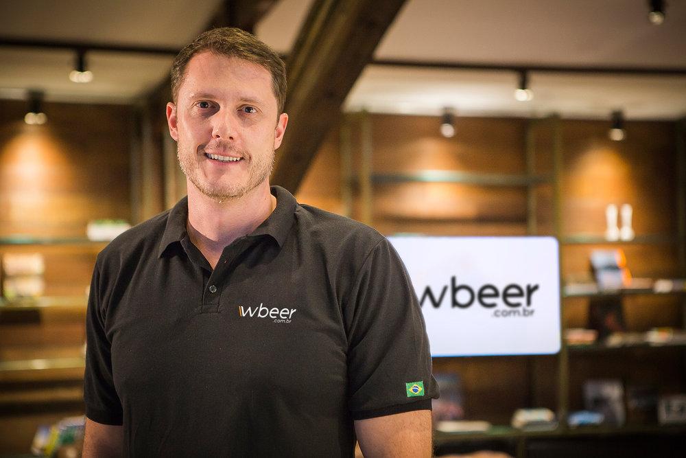 """""""Com nosso novo clube iremos mostrar o trabalho desse pequeno cervejeiro entregando sua cerveja em todo Brasil"""", diz Luis Martini, da WBeer (Foto: Divulgação)"""