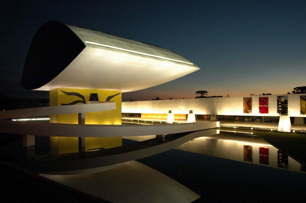 Evento ocorre no vão livre do museu, um dos principais cartões-portais de Curitiba (Foto: Divulgação)