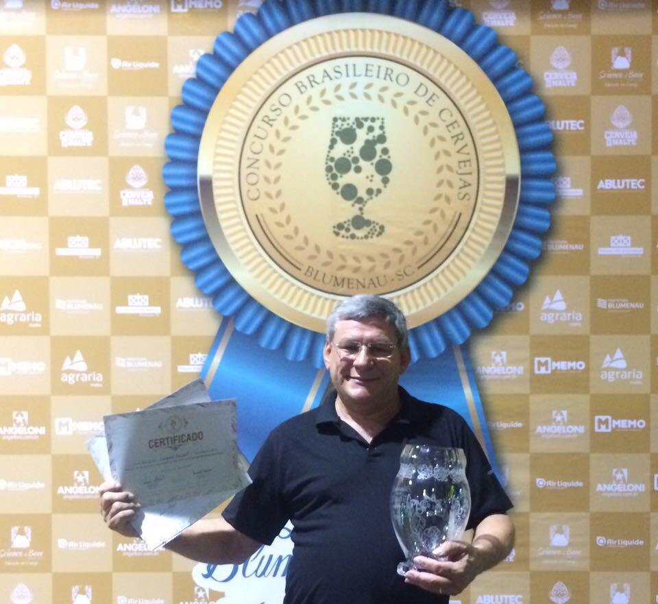 Para o mestre-cervejeiro, Jacir Cavalheiro, a conquista é recompensa pelos longos anos de trabalho (Foto: Divulgação)