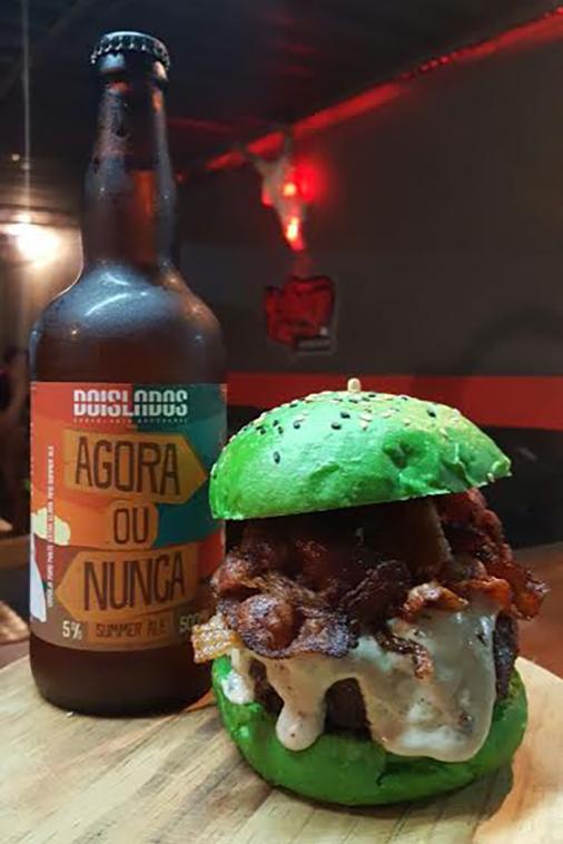 Para acompanhar o chope Agora ou Nunca, um hambúrguer que segue a tradição da festa irlandesa (Foto: Divulgação)