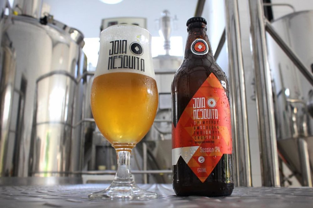 Cerveja mantém as características de uma American IPA, mas com teor alcoólico reduzido a 4% (Foto: Divulgação)