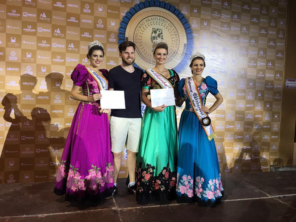 Alejandro Winocur na cerimônia de premiação, em Blumenau (Foto: Divulgação)