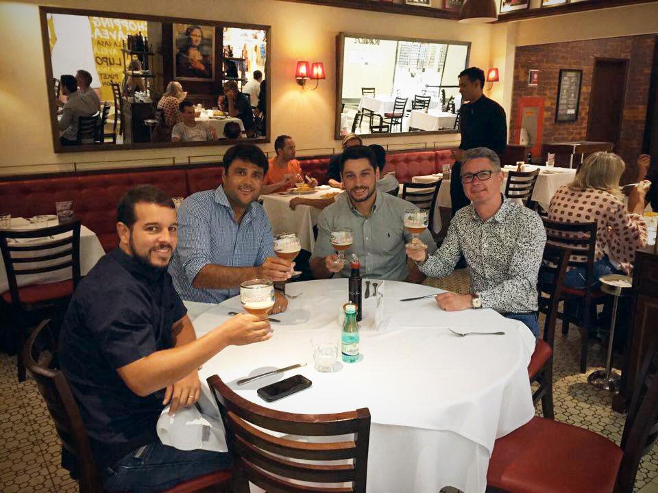 No brinde aos negócios,Hélio Jr., João, Leonardo Gama e Hugues Glatigny (Foto: Divulgação)