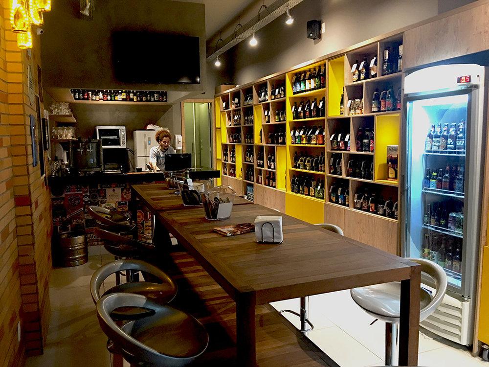 Misto de bar e empório, o Salutem fica no Leme (Foto: Thaty Magnavita/Divulgação)