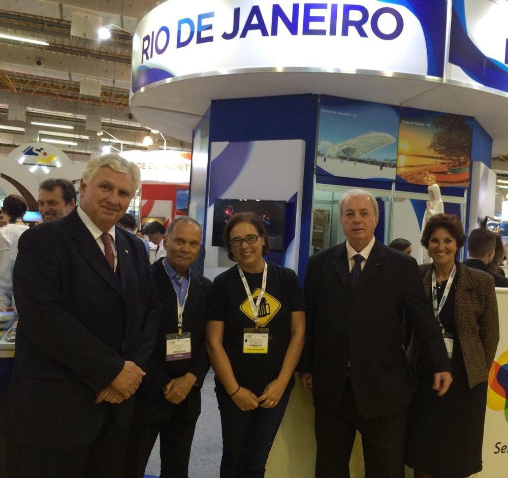 A coordenadora da Rota Cervejeira RJ, Ana Cláudia Pampillon, com o secretario estadual de Turismo, Nilo Sérgio Felix, e diretores da Setur-RJ/TurisRio (Foto: Divulgação)